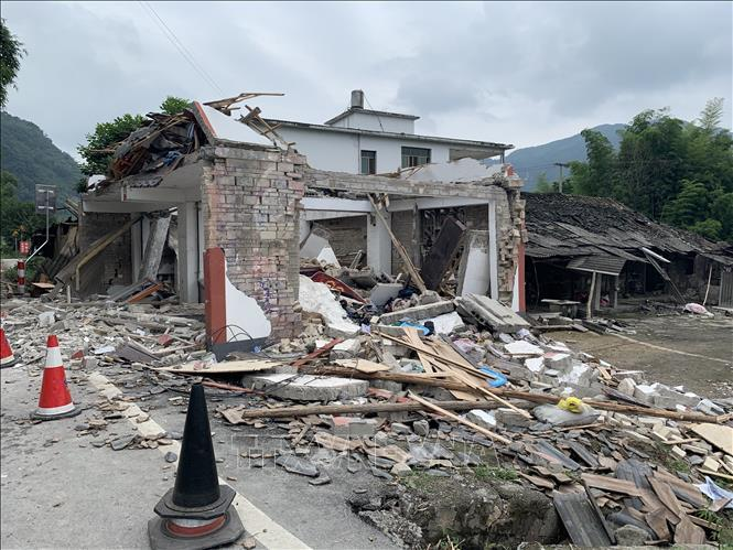 Động đất ở Trung Quốc, 30 người thương vong, hàng trăm ngôi nhà bị sập, hư hại Ảnh 1