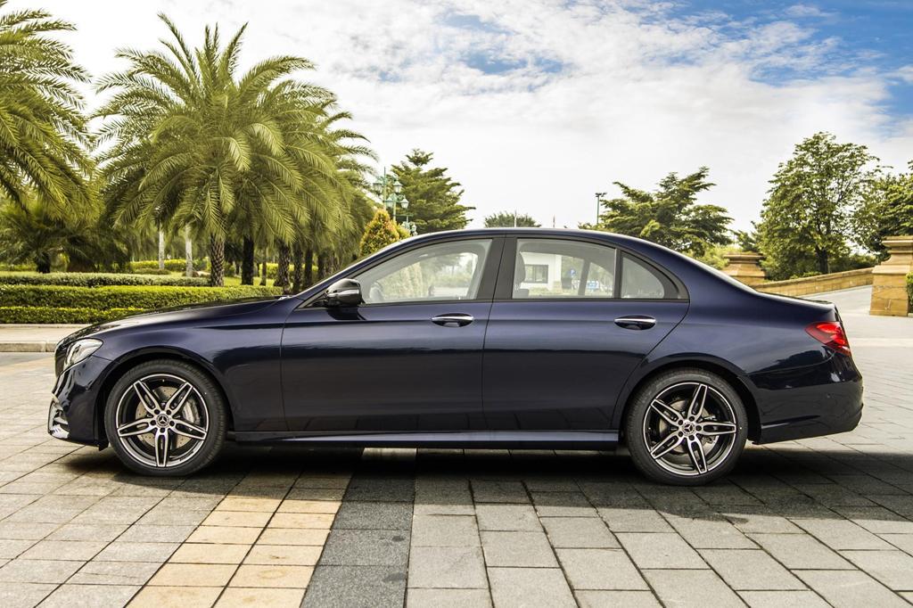 Mercedes-Benz E 300 AMG trở lại Việt Nam, giá hơn 2,8 tỷ Ảnh 3