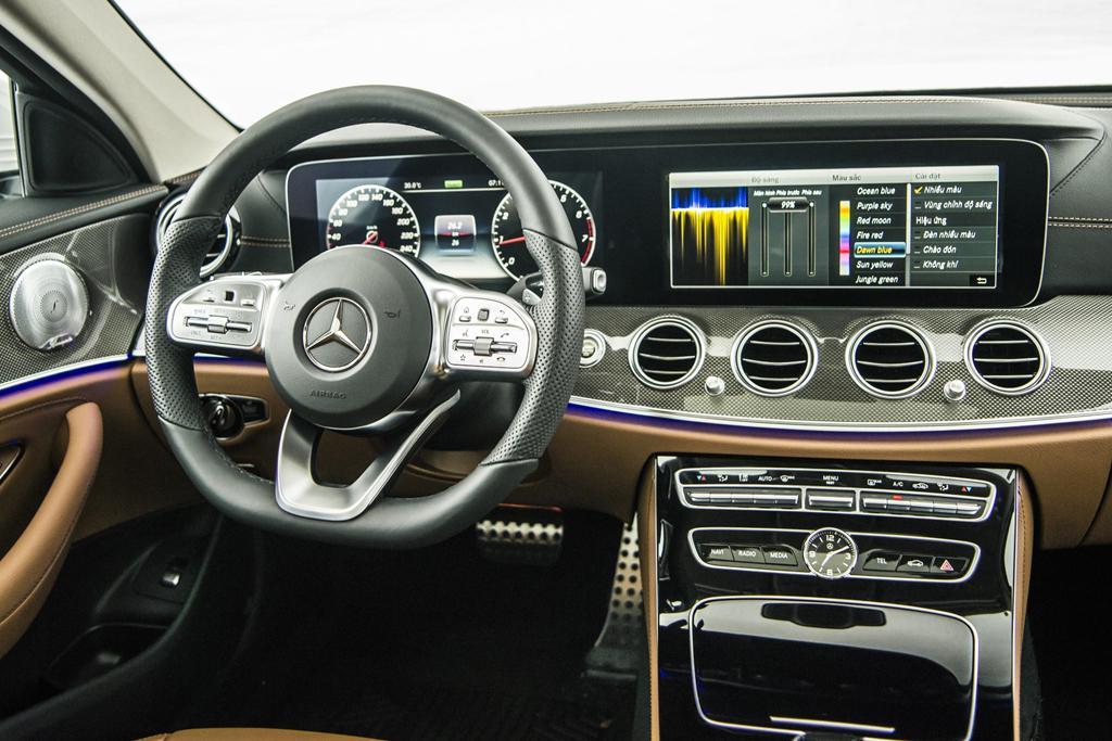 Mercedes-Benz E 300 AMG trở lại Việt Nam, giá hơn 2,8 tỷ Ảnh 4