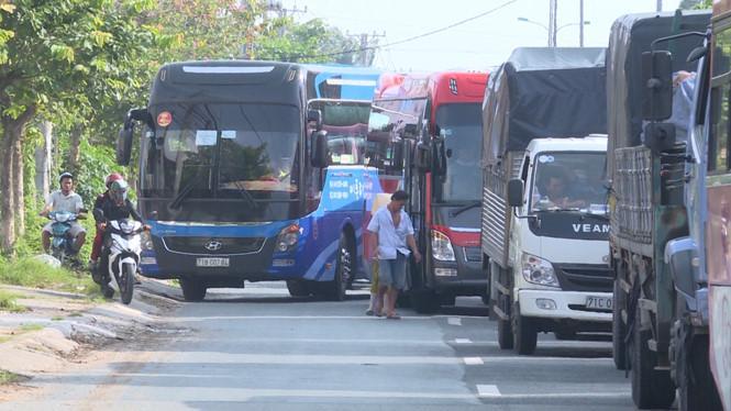 Vĩnh Long: Phà 200 tấn bị hư, bến phà Đình Khao kẹt cứng Ảnh 1