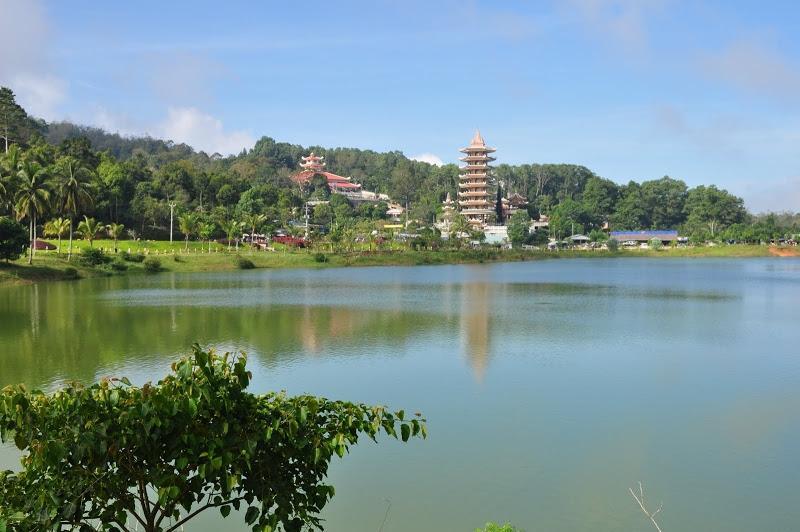 Ngôi chùa có tượng Phật Di Lặc lớn nhất trên đỉnh núi ở châu Á. Ảnh 1