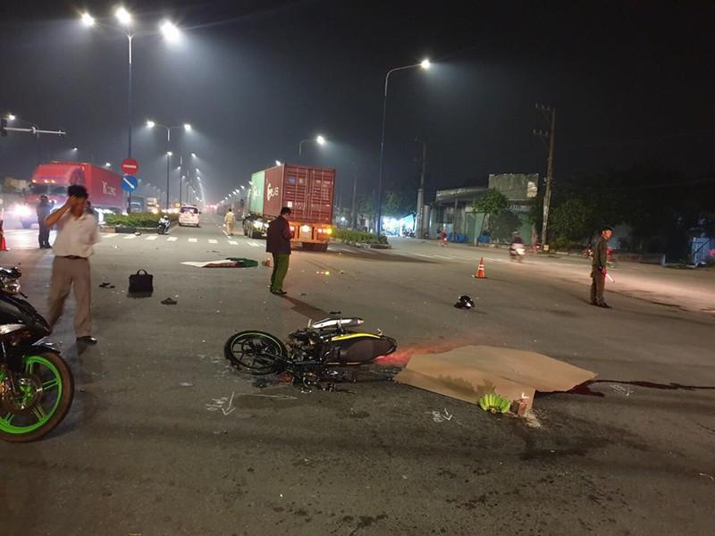2 vợ chồng trẻ chết thảm dưới bánh xe container ở Bình Dương Ảnh 2