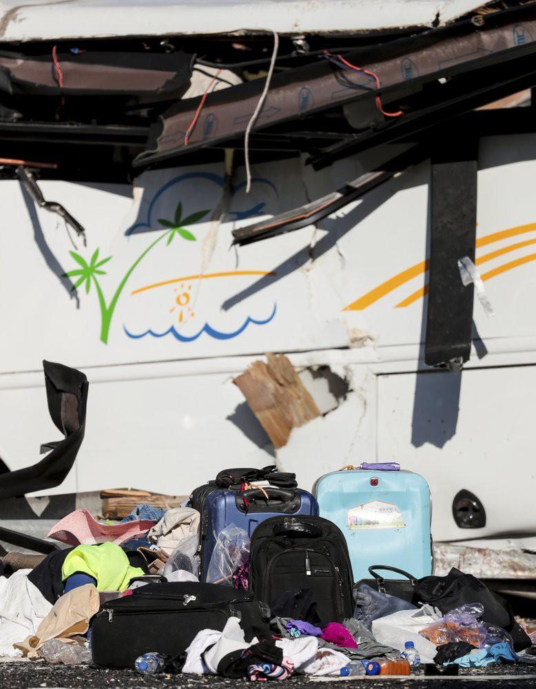 Xe chở du khách Trung Quốc gặp nạn, 30 người thương vong Ảnh 9