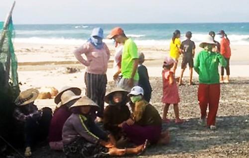 Bốn du khách bị sóng biển cuốn trôi ở Hòn Gầm, Khánh Hòa Ảnh 1