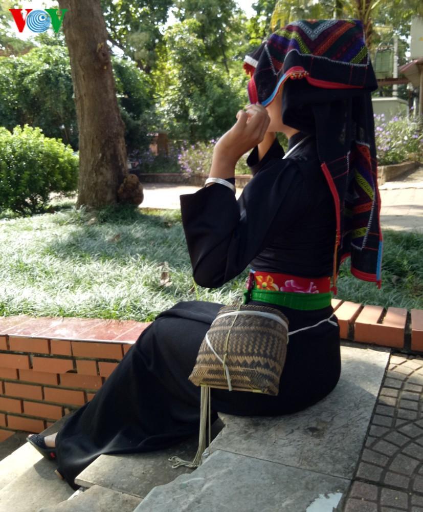 Trang phục nền nã của cô gái Thái đen miền ban trắng Ảnh 7