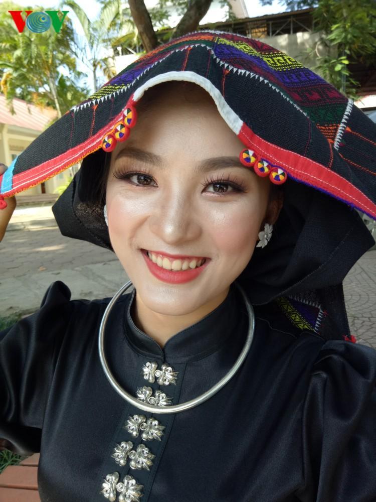 Trang phục nền nã của cô gái Thái đen miền ban trắng Ảnh 9