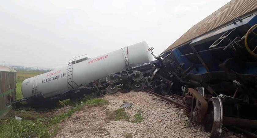 Đường sắt Bắc Nam thông tuyến trở lại sau vụ va chạm kinh hoàng với xe tải ở Nghệ An Ảnh 4
