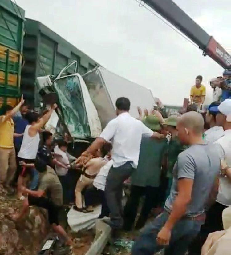 Đường sắt Bắc Nam thông tuyến trở lại sau vụ va chạm kinh hoàng với xe tải ở Nghệ An Ảnh 2