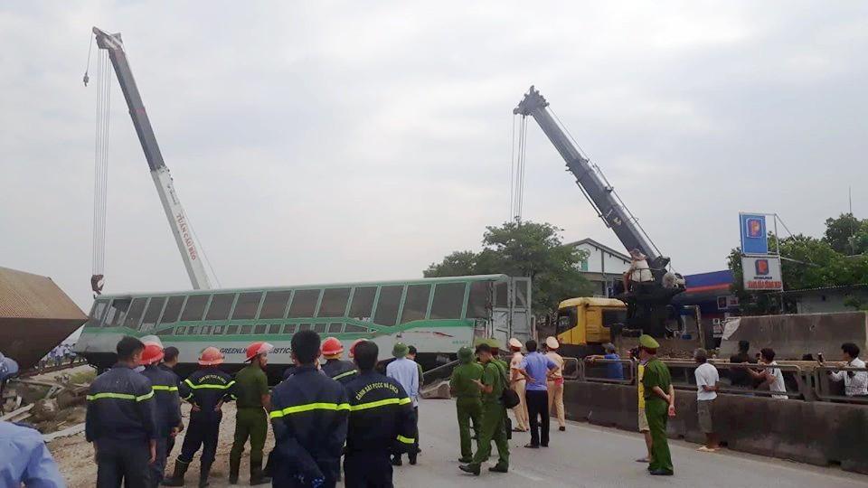 Đường sắt Bắc Nam thông tuyến trở lại sau vụ va chạm kinh hoàng với xe tải ở Nghệ An Ảnh 3