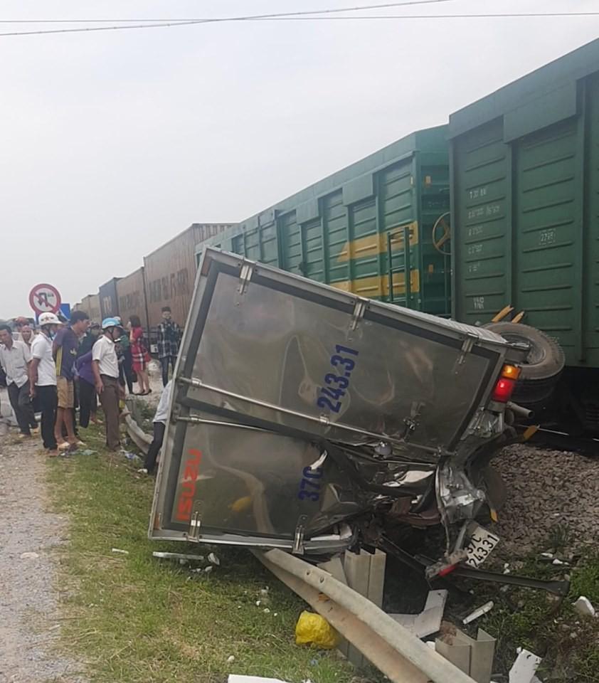 Đường sắt Bắc Nam thông tuyến trở lại sau vụ va chạm kinh hoàng với xe tải ở Nghệ An Ảnh 5