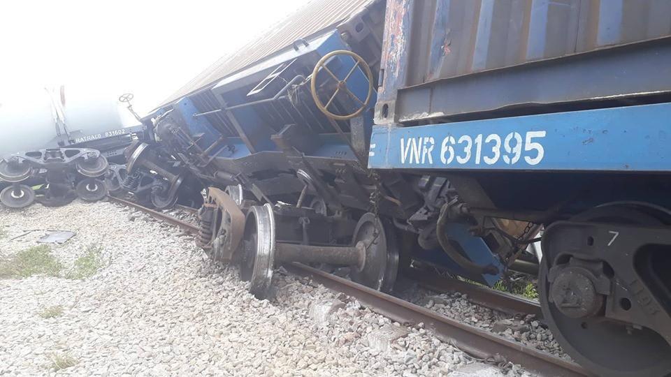 Đường sắt Bắc Nam thông tuyến trở lại sau vụ va chạm kinh hoàng với xe tải ở Nghệ An Ảnh 1