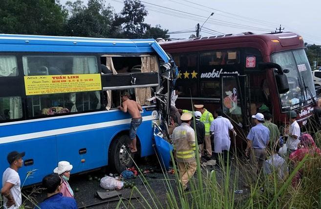Hai xe khách đâm nhau trên đường Hồ Chí Minh Ảnh 1