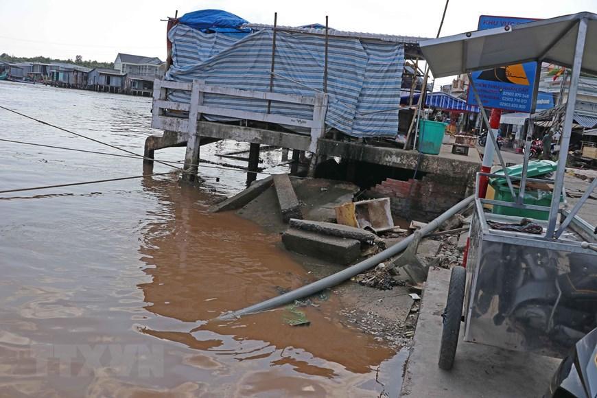 Những hình ảnh cho thấy nguy cơ sạt lở 'bủa vây' bán đảo Cà Mau Ảnh 2