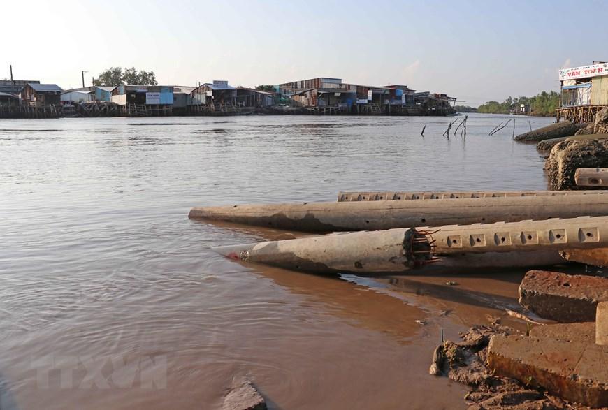Những hình ảnh cho thấy nguy cơ sạt lở 'bủa vây' bán đảo Cà Mau Ảnh 3
