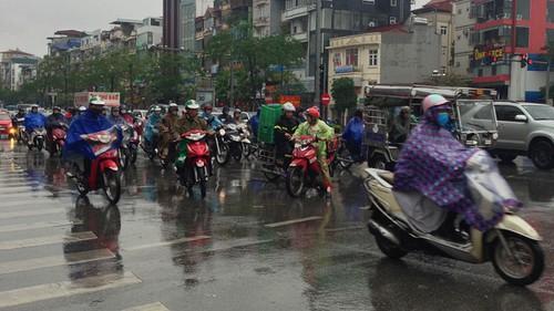 Dự báo thời tiết ngày 4/10: 'Cầu mưa' quá liều, nghe tin áp thấp về mà 'lạnh gáy' Ảnh 2