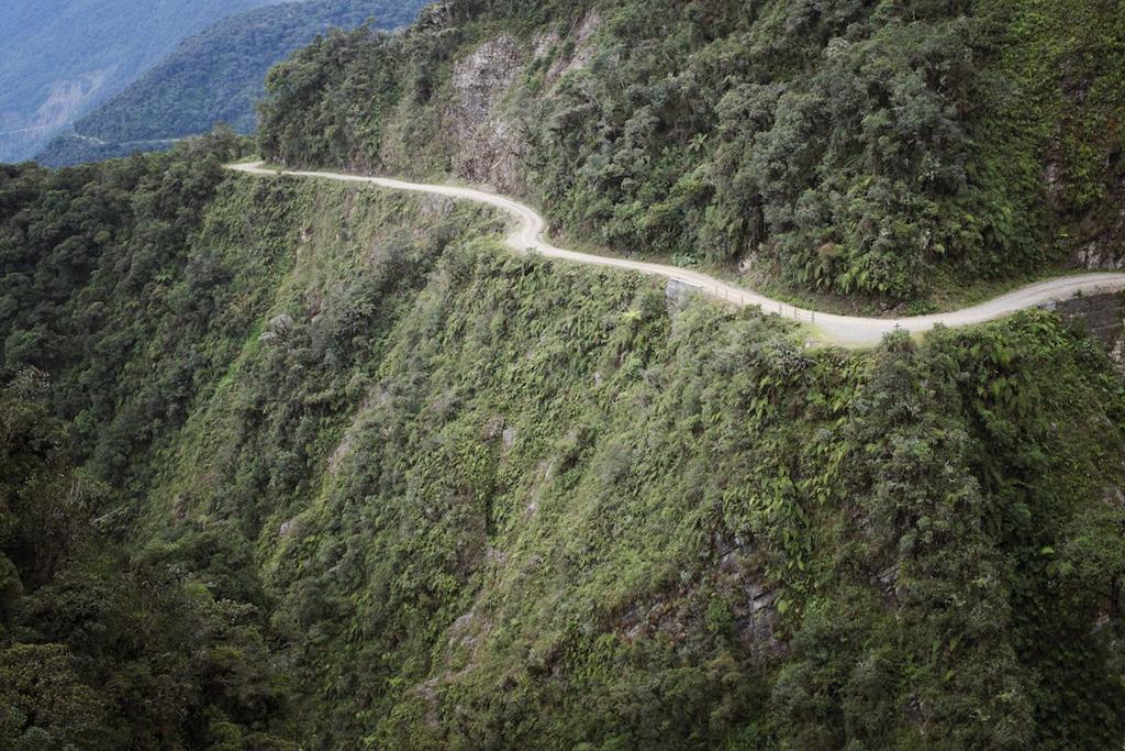 9 cung đường đèo nguy hiểm thế giới, thách thức mọi tay lái Ảnh 6