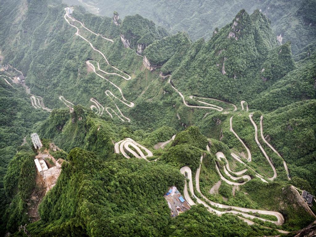 9 cung đường đèo nguy hiểm thế giới, thách thức mọi tay lái Ảnh 4