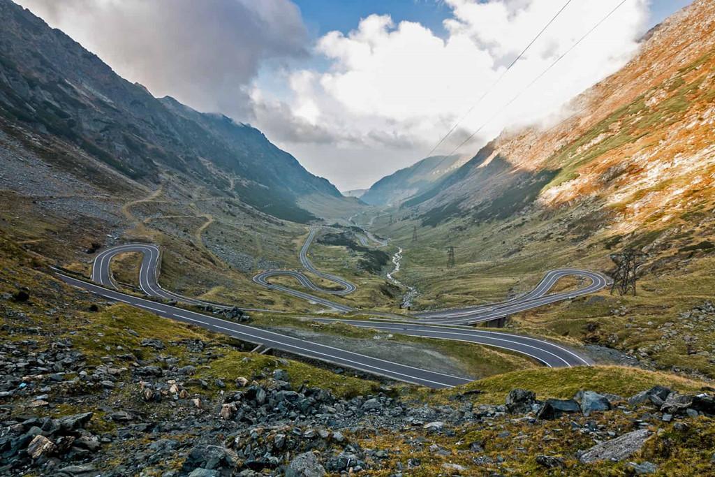 9 cung đường đèo nguy hiểm thế giới, thách thức mọi tay lái Ảnh 1