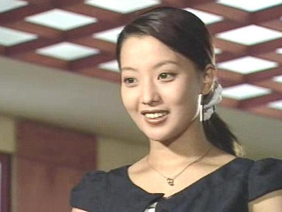 Ngỡ ngàng nhan sắc trẻ đẹp hơn 20 năm trước của 'quốc bảo nhan sắc' Kim Hee Sun Ảnh 2