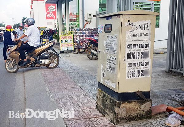 Bốt điện, tủ viễn thông bị chiếm dụng để quảng cáo Ảnh 4