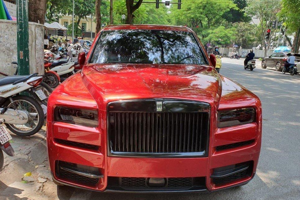 Rolls-Royce Cullinan màu đỏ liên tục đổi diện mạo sau 4 tháng về Việt Nam Ảnh 2