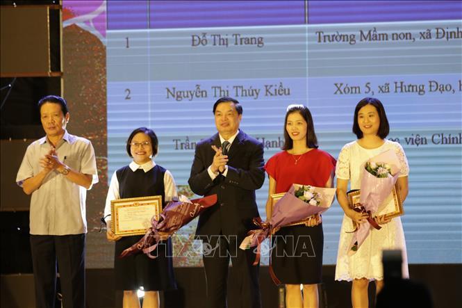 Trao giải thi tìm hiểu về lịch sử Đảng Cộng sản Việt Nam trên mạng VCNET Ảnh 1