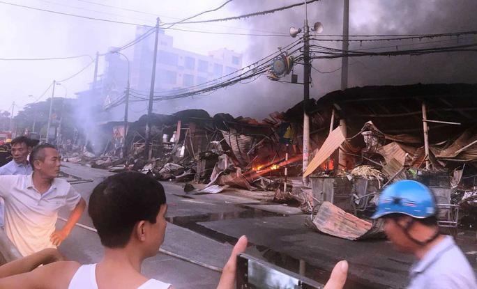 Clip: Vụ nghi phóng hỏa đốt chợ ở Thanh Hóa gây thiệt hại hàng tỉ đồng Ảnh 2