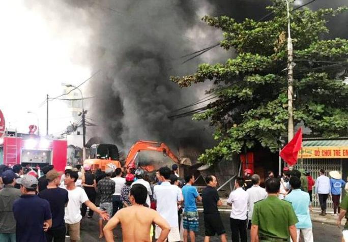 Clip: Vụ nghi phóng hỏa đốt chợ ở Thanh Hóa gây thiệt hại hàng tỉ đồng Ảnh 1