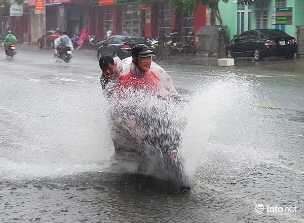 Từ ngày 15 – 19/10, Trung Trung bộ tiếp tục có mưa to đến rất to Ảnh 1