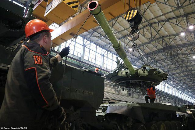 Bên trong nhà máy sản xuất siêu tăng huyền thoại của Nga Ảnh 1