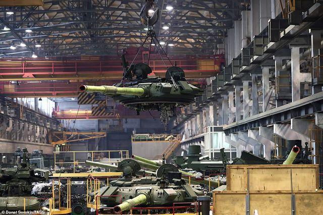 Bên trong nhà máy sản xuất siêu tăng huyền thoại của Nga Ảnh 2