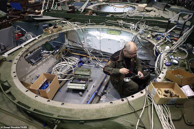 Bên trong nhà máy sản xuất siêu tăng huyền thoại của Nga Ảnh 7