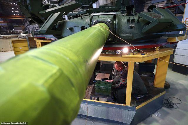 Bên trong nhà máy sản xuất siêu tăng huyền thoại của Nga Ảnh 3