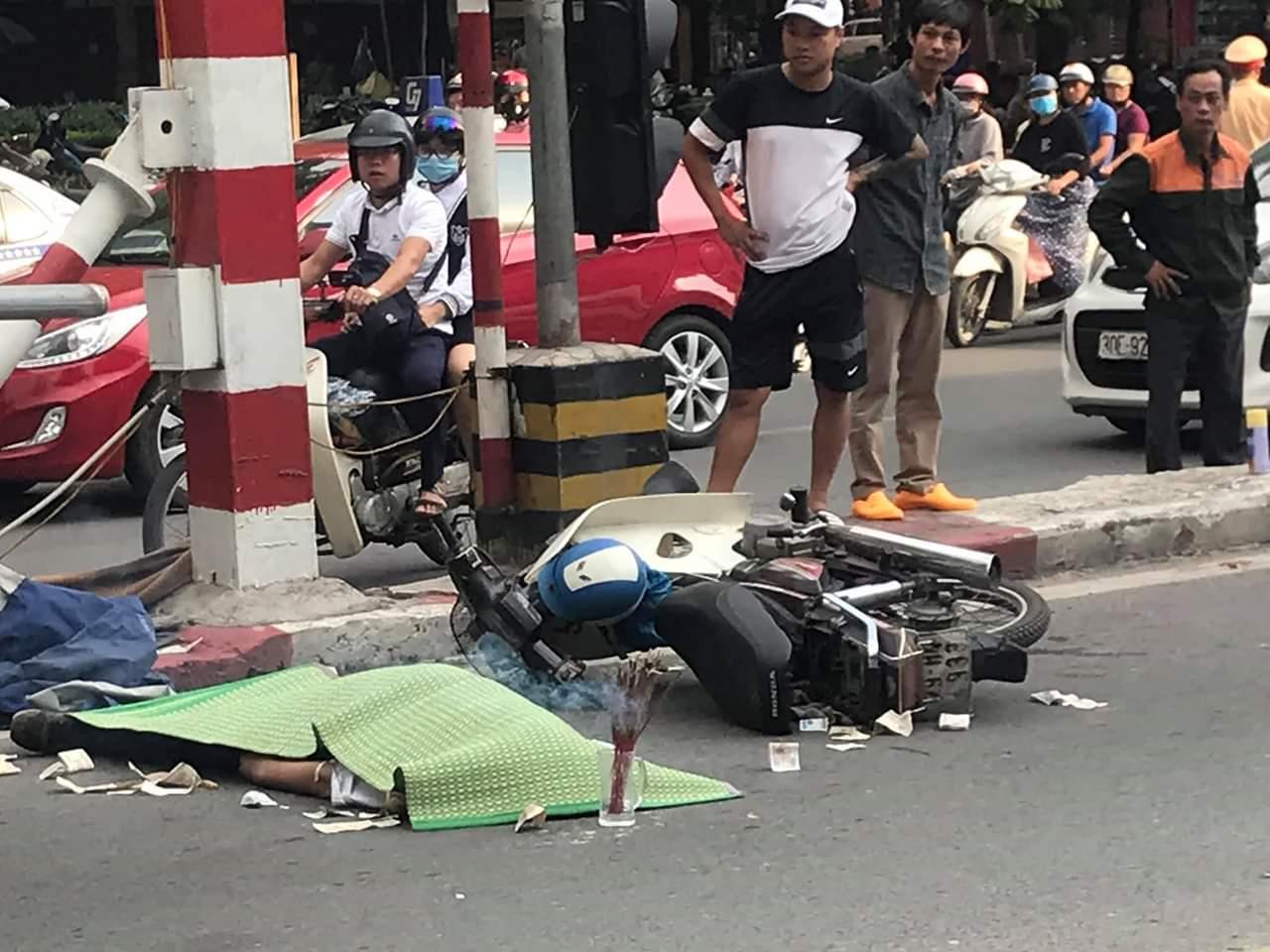 Hà Nội: Xe máy đâm vào trụ cầu vượt Thái Hà, 1 người tử vong Ảnh 2