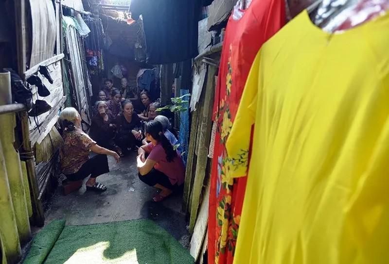'Ngày đẹp nhất' của những phụ nữ nghèo chân cầu Long Biên Ảnh 2