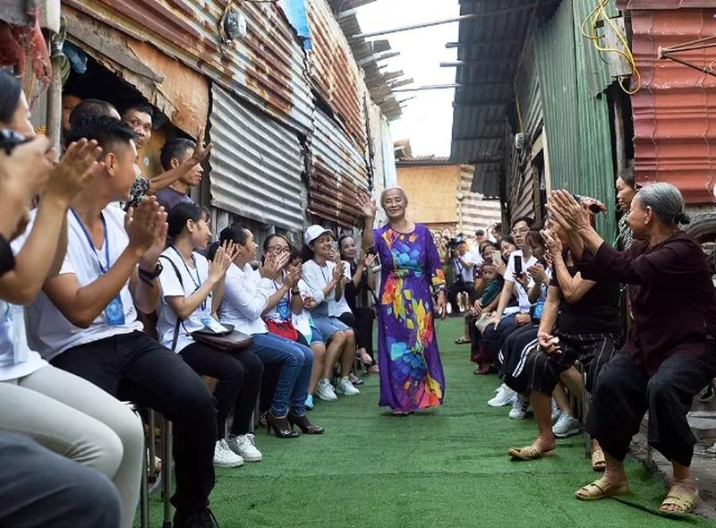 'Ngày đẹp nhất' của những phụ nữ nghèo chân cầu Long Biên Ảnh 9