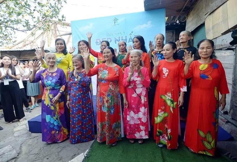 'Ngày đẹp nhất' của những phụ nữ nghèo chân cầu Long Biên Ảnh 10