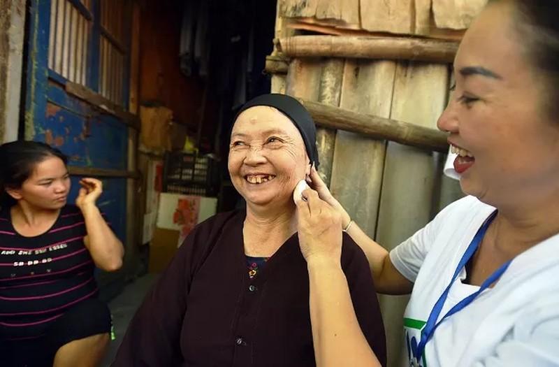 'Ngày đẹp nhất' của những phụ nữ nghèo chân cầu Long Biên Ảnh 5