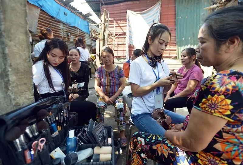 'Ngày đẹp nhất' của những phụ nữ nghèo chân cầu Long Biên Ảnh 3
