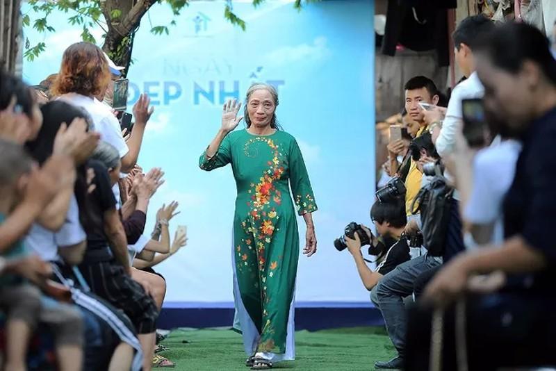 'Ngày đẹp nhất' của những phụ nữ nghèo chân cầu Long Biên Ảnh 7