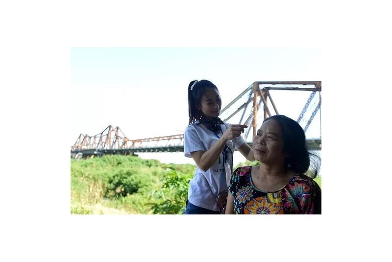 'Ngày đẹp nhất' của những phụ nữ nghèo chân cầu Long Biên Ảnh 1