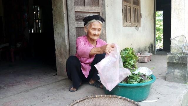 Thanh Hóa: Cụ bà 83 tuổi xin thoát nghèo được tặng bằng khen Ảnh 2