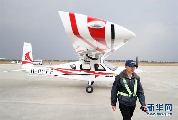Máy bay điện 4 chỗ của Trung Quốc thực hiện chuyến bay đầu tiên Ảnh 1