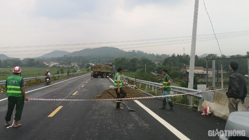 Đảm bảo an toàn lưu thông cầu đường dẫn lên cao tốc Đà Nẵng - Quảng Ngãi Ảnh 1
