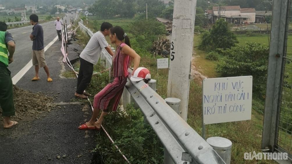 Đảm bảo an toàn lưu thông cầu đường dẫn lên cao tốc Đà Nẵng - Quảng Ngãi Ảnh 2