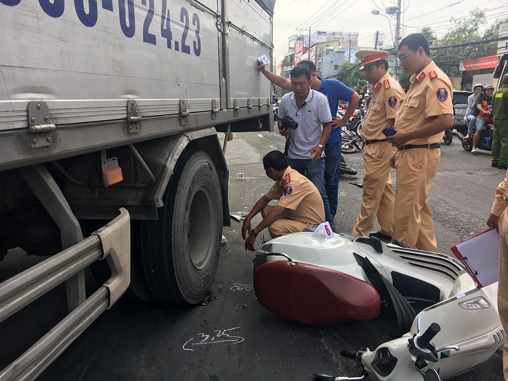 Lại xảy ra tai nạn giao thông khi chờ đèn đỏ Ảnh 5