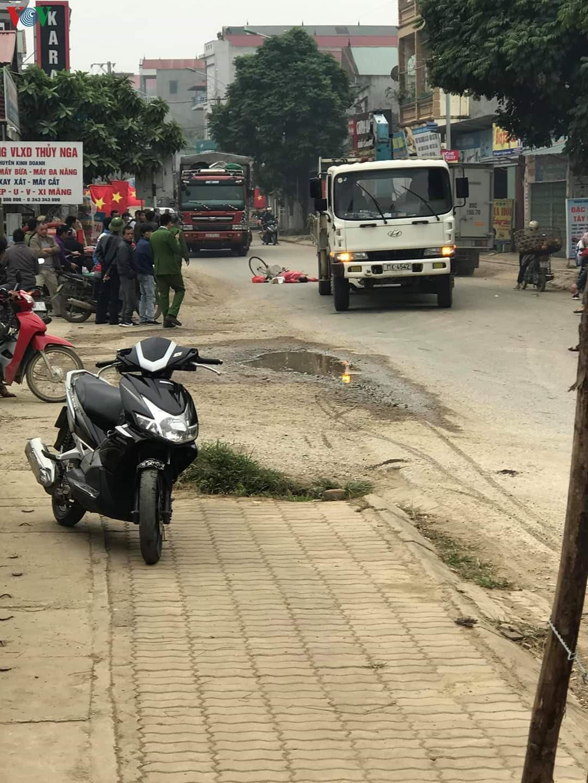 Va chạm với xe máy, ngã ra đường bị ô tô cán tử vong Ảnh 1