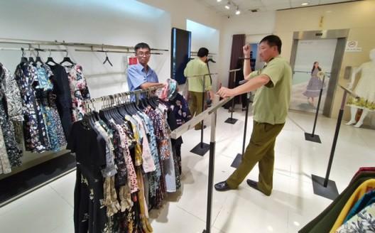 Chi tiền triệu mua đồ thời trang công sở có giá thật chưa đến 100k Ảnh 1