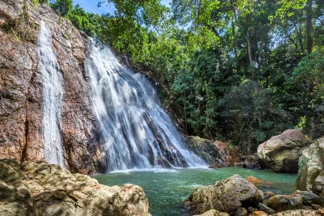 Du khách Pháp chết vì rơi từ thác nước khi chụp ảnh tự sướng ở Thái Ảnh 1