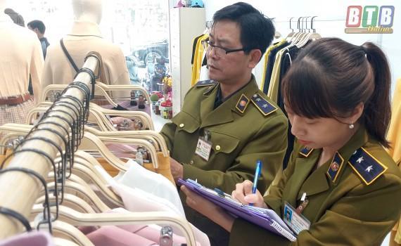 Tạm giữ hơn 400 quần áo thời trang thương hiệu IFU Ảnh 1